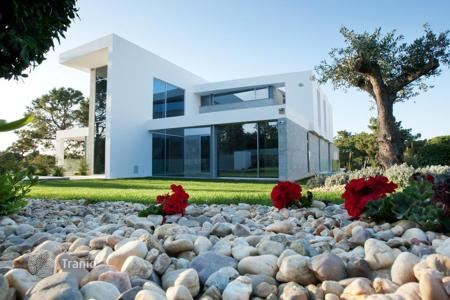 Luxury 5 bedroom houses for sale in Algarve. Lake Villa in Quinta do Lago, Portugal