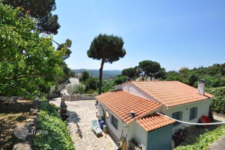 3 bedroom houses for sale in Costa Brava. A cozy house with a plot in Aiguaviva Park