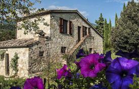 Houses with pools for sale in Italy. Luxury renovated farmhouse for sale in Tuscany