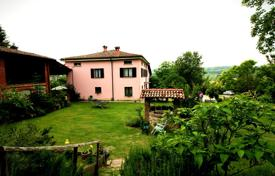 Property for sale in Emilia-Romagna. Renovated mini-hotel with B&B system, panoramic views of the surrounding countryside and a large plot with a garden, Pianello Val Tidone