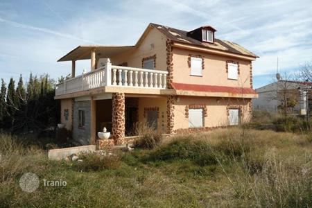 Foreclosed 5 bedroom houses for sale in Montroi. Villa – Montroi, Valencia, Spain