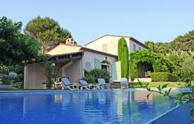 Luxury residential for sale in Villefranche-sur-Mer. Country House minutes from Nice and Villefranche