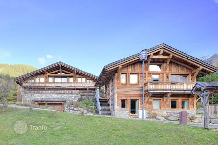 Houses with pools for sale in French Alps. Villa – Megeve, Auvergne-Rhône-Alpes, France