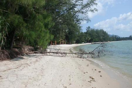Development land for sale in Southeast Asia. Land on the beach in Lipa Noi
