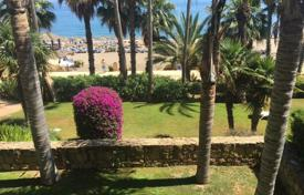 Coastal apartments for sale in Puerto Banús. Spacious apartment in Puerto Banus, Spain. First line to the sea, terrace, garage, beautiful view