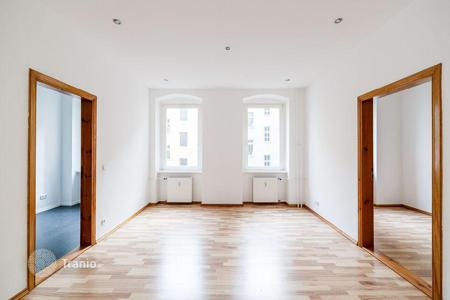 1 bedroom apartments for sale in Kreuzberg. Cozy one-bedroom apartment in a historic building in the Berlin, district of Kreuzberg