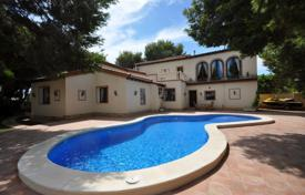 Villas and houses with pools by the sea for sale in Costa Blanca. Fantastic villa with a pool near the beach in Punta Prima, Alicante, Spain