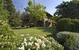 3 bedroom houses for sale in Tuscany. Villa for sale in Arezzo, Tuscany