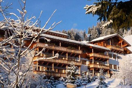 5 bedroom apartments for sale in Europe. Duplex penthouse in a residential complex on the slopes in Кitzbühel Alps