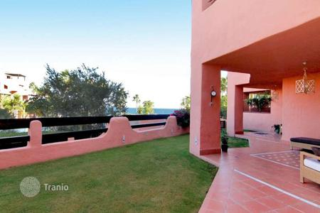 Luxury 4 bedroom apartments for sale in Spain. Beachfront double ground-floor apartment in Mar Azul, Estepona