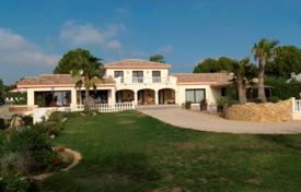 Houses with pools by the sea for sale in Costa Dorada. Villa – Tarragona, Catalonia, Spain