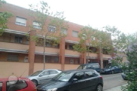 Cheap 4 bedroom apartments for sale in Sabadell. Apartment - Sabadell, Catalonia, Spain