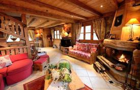 Property to rent in Saint-Bon-Tarentaise. Traditional style chalet with a garage in Courchevel 1300 — Le Praz, France