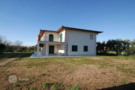 Luxury 4 bedroom houses for sale in Tuscany. Villa – Forte dei Marmi, Tuscany, Italy