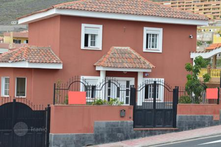 3 bedroom houses for sale in Canary Islands. Villa - Adeje, Canary Islands, Spain
