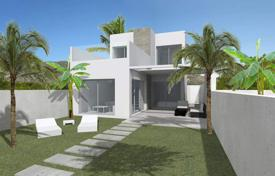 Cheap 3 bedroom houses for sale in Benijofar. Detached house of 3 bedrooms with private pool and communal pool in Benijófar