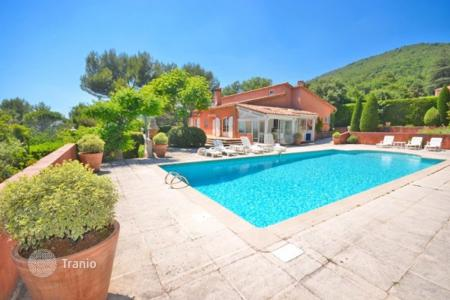Cheap 4 bedroom houses for sale in Grasse. Villa - Grasse, Côte d'Azur (French Riviera), France