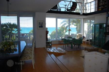 5 bedroom houses by the sea for sale in Sitges. House Costa Barcelona