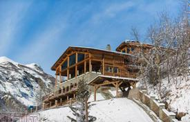 Chalet with a swimming pool, a sauna, a Jacuzzi and a lake view, Les Brévières, Savoie, France for 8,500,000 €