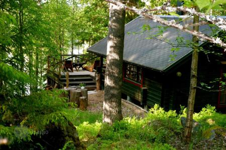 Property for sale in Pirkanmaa. Wooden cottage with a sauna, on the shore of Näsijärvi Lake, Tampere, Finland