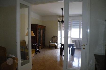 3 bedroom apartments for sale in Hungary. Recently repaired apartment near metro station in Budapest city center, Hungary