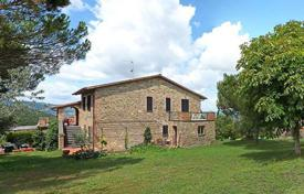 Houses for sale in Perugia. FARMHOUSE FOR SALE IN UMBRIA