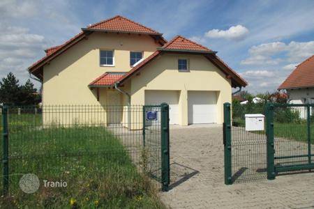 6 bedroom houses for sale in Central Europe. Townhome – Trnová, Central Bohemia, Czech Republic
