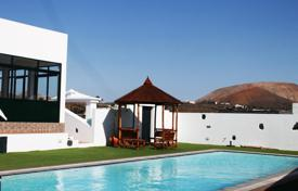 Property to rent in Canary Islands. Villa – Canary Islands, Spain