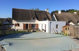 Residential for sale in Nantes. Modern villa with a garden and a garage, 10 minutes drive from Guérande, Nantes, France