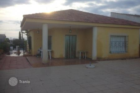 Cheap 4 bedroom houses for sale in Spain. Villa of 4 bedrooms in a large plot in Orihuela Costa