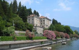 Apartments for sale in Italy. Apartment with garage and terrace in an old residence of the XIX century with a large park on the shore of Lake Maggiore, in Stresa, Italy