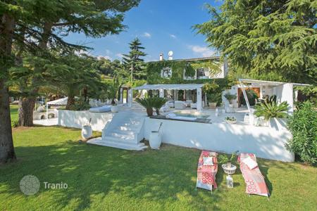 4 bedroom houses for sale in Saint-Paul-de-Vence. Saint-Paul de Vence — Saint-Tropez style villa