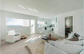 2 bedroom apartments for sale in Palma de Mallorca. Two-bedroom apartment with 2 balconies overlooking the sea and the harbor, Palma, Mallorca, Spain