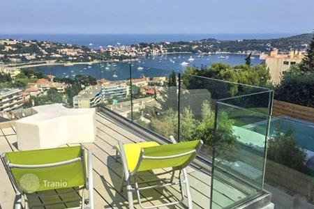 Luxury 3 bedroom houses for sale in Villefranche-sur-Mer. Modern villa with a panoramic view of the sea in Villefranche-sur-Mer