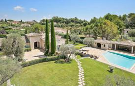 Luxury houses with pools for sale in Mougins. Mougins — Elegant Provencal
