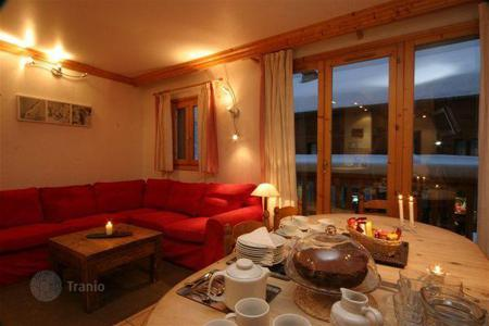 3 bedroom villas and houses to rent in Alps. Three-level chalet with a garage in the center of Meribel, France