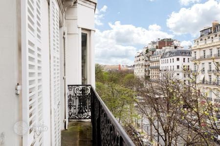 Luxury apartments for sale in Paris. Paris 8th District – A superb apartment in a prime location