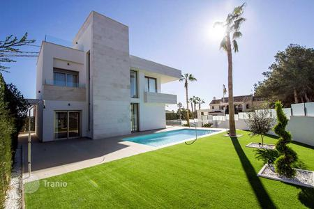 3 bedroom houses for sale in La Zenia. Luxury villa with large plot in Orihuela Costa