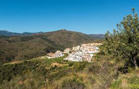Townhouses for sale in Benahavis. Corner Townhouse — La Heredia de Monte Mayor