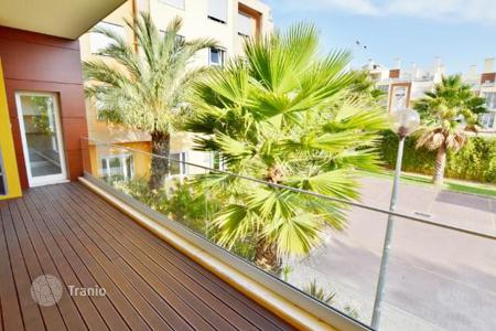 Property for sale in Carcavelos. Apartments with garden view, with 300 m from the beach of Carcavelos, Portugal