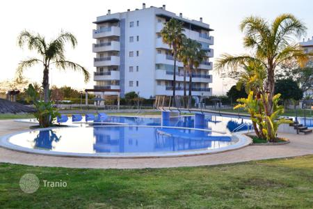 Apartments with pools for sale in Arenals del Sol. 2 bedroom apartment with communal pool, sport facilities, walking distance to the beach and sea views in Alicante