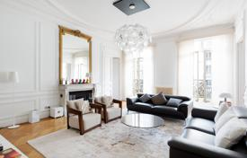 Luxury 3 bedroom apartments for sale in Ile-de-France. Paris 8th District – An elegant 170 m² apartment