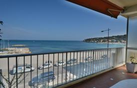 2 bedroom apartments for sale in Côte d'Azur (French Riviera). Two-bedroom apartment near the waterfront, Cap d´Antibes