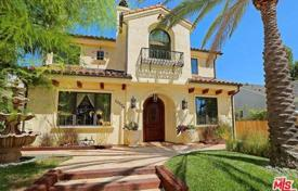5 bedroom houses for sale in North America. Furnished villa in the central part of Los Angeles