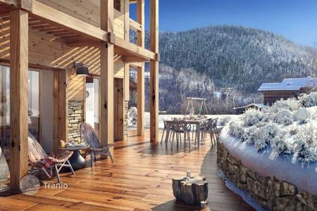 Cheap 4 bedroom houses for sale in Auvergne-Rhône-Alpes. Cozy chalet with spacious terrace in a ski resort in Meribel, French Alps, France