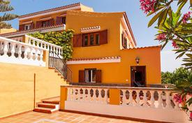 Property to rent in Canary Islands. Detached house – Maspalomas, Canary Islands, Spain