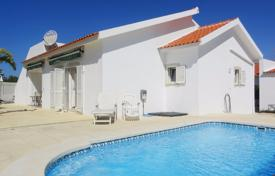 Property for sale in Albufeira. Delightful 3+1 Bedroom Villa with Pool near Galé Beach, Albufeira