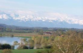 Property for sale in South - Pyrenees. Close to Lac d'Astarac with magnificent views of the Pyrenees