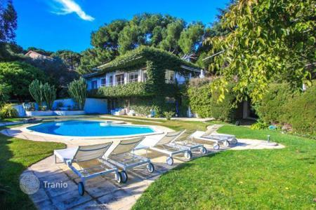 6 bedroom villas and houses to rent in Saint-Jean-Cap-Ferrat. Beautiful villa in the heart of the peninsula of Cap Ferrat