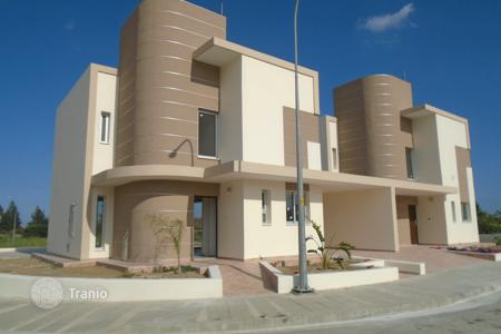 Houses for sale in Oroklini. Three Bedroom Link Detached House